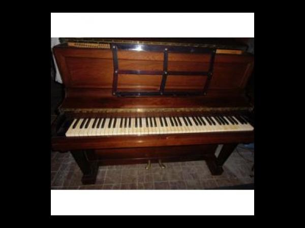 piano droit de marque pleyel wolff d 39 excellente facture piano occasion. Black Bedroom Furniture Sets. Home Design Ideas