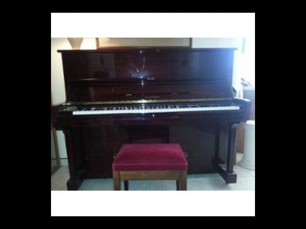 piano droit hyunda u835 acajou bordeaux piano occasion. Black Bedroom Furniture Sets. Home Design Ideas