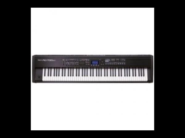 roland rd 700sx clavier 88 touches m canique marteaux polyphonie maximum 128 voix. Black Bedroom Furniture Sets. Home Design Ideas
