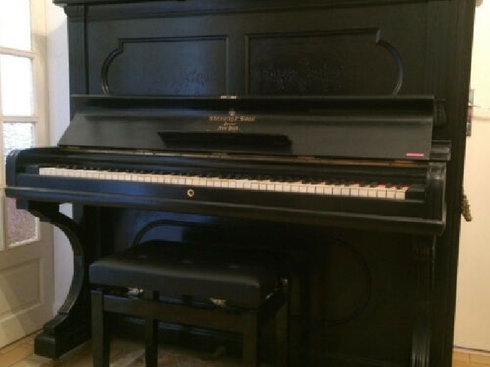 Piano Steinway and Sons modèle K132