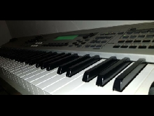 PIANO YAMAHA MO8 BE
