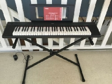 Piano Yamaha NP-12 avec support clavier